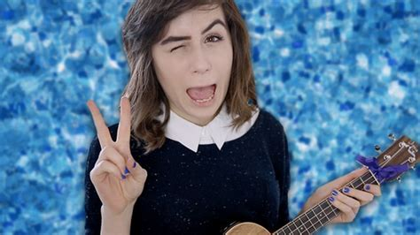 """QUIZ: How Well Do You Know The Lyrics To """"She"""" By Dodie"""