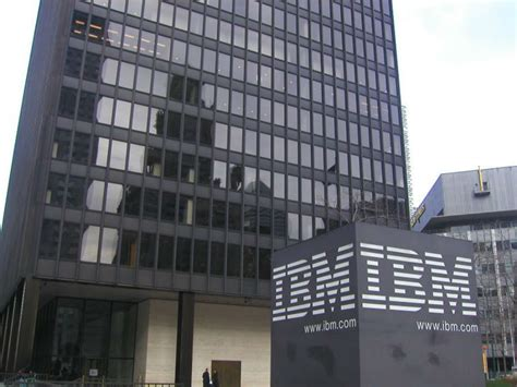 IBM wants to hire 25,000 new employees