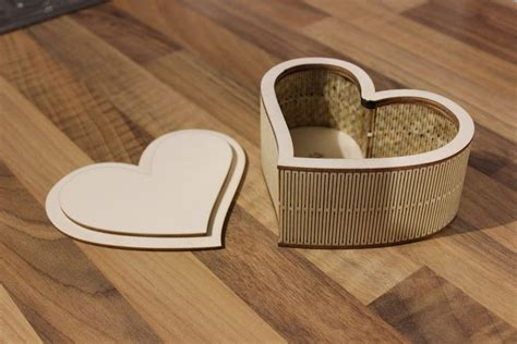Laser Cut Plywood Heart Shaped Box: 3 Steps (with Pictures)