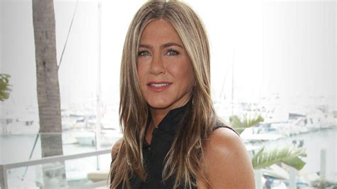 Jennifer Aniston Reveals She's Single But 'Hates' Being